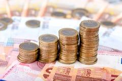 Pile di monete che aumentano di dimensione Fotografie Stock
