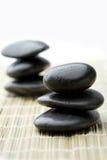 Pile di pietre nere. Fotografie Stock
