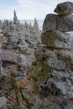 Pile di rocce lungo la riva del lago Michigan fotografia stock