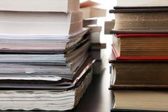 Pile di scomparti e di libri Fotografia Stock