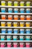 Pile di tazza variopinta immagini stock