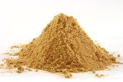Pile du gingembre au sol sur le blanc Photographie stock libre de droits
