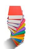 Pile du livre avec la couleur différente d'isolement sur le blanc Images libres de droits