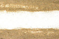 Pile du sable d'une plage ou un désert sur un dos de blanc Image stock