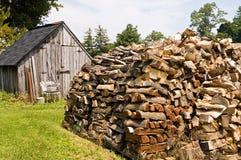 Pile empilée de bois de chauffage Image stock