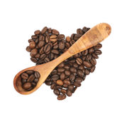 Pile en forme de coeur des grains de café d'isolement Photographie stock