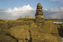 Pile en pierre de Dunstanburgh Photographie stock libre de droits