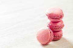 Pile française de bonbons à macarons roses Photo stock