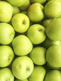 Pile of green apples at farmers market Stock Photography