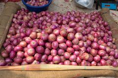 Free Pile Of Red Onions, Displayed At A Food Market Royalty Free Stock Image - 149361686