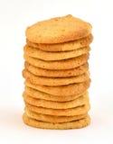 Pile ordonnée de biscuits faits maison de beurre d'arachide images libres de droits