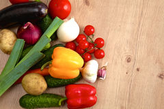 Pile of organic vegetables on a rustic wooden Royalty Free Stock Images