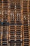 Pile outre des palettes en bois Images stock