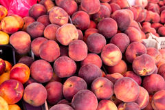 Pile of peaches from a market Royalty Free Stock Photos
