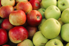 Pile of red and green apples Royalty Free Stock Images