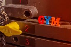 Pile rouillée de poids dans un gymnase Photos stock