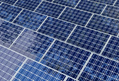 Pile solaire d'isolement sur le fond blanc Photos stock