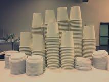 Piled сложил чашки стоковые фотографии rf