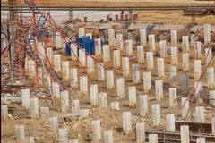 Piles concrètes à un chantier de construction Images libres de droits