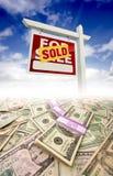 Piles d'argent se fanant hors fonction et de signe vendu Image libre de droits