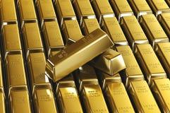 Piles de barres d'or Photographie stock libre de droits