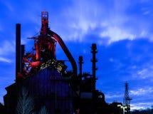 Piles de Bethlehem Steel au crépuscule, avec des lumières dessus Photographie stock libre de droits