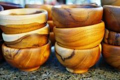 Piles de bols en bois de nourriture Images libres de droits
