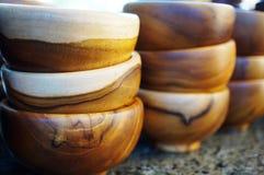 Piles de bols en bois de nourriture Image libre de droits
