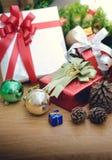 Piles de cadeaux de Noël Photos stock