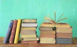 Piles de livres photographie stock