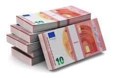 Piles de nouveaux 10 euro billets de banque Images libres de droits