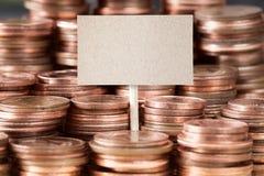 Piles de pièces de monnaie avec la bannière pour votre texte Images libres de droits