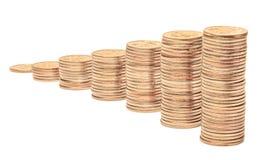 Piles de pièces de monnaie sur un fond blanc Photos stock