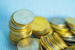 Piles de pièces de monnaie avec l'espace de copie pour des affaires et le conce financier Images libres de droits