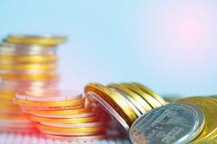 Piles de pièces de monnaie avec l'espace de copie pour des affaires et le conce financier Image libre de droits