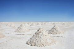 Piles de sel dans l'uyuni salar Images stock