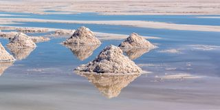 Piles de sel en appartements de sel de Salar de Uyuni Uyuni, Potosi Bolivie images libres de droits