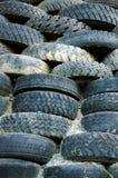 Piles de vieux pneus Images stock