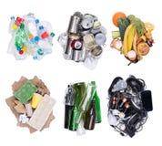 Piles des déchets assortis d'isolement sur le fond blanc, vue supérieure photos stock