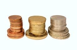 Piles des pièces de monnaie d'isolement Image libre de droits
