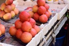 Piles des pommes Image stock