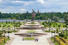 Pilfloder av Volgaen och Kotoroslen i den molniga Juli eftermiddagen guld- cirkel russia Royaltyfri Fotografi