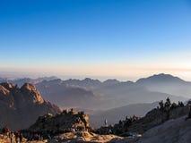 Pilger auf Berg Sinai bei Sonnenaufgang Lizenzfreies Stockbild