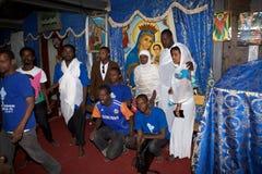 Pilger an der Adadi Maryam Kirche Stockfoto
