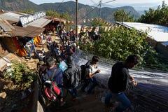 Pilger klettern die Spur zur heiligen Berg-Adams-Spitze Lizenzfreie Stockbilder