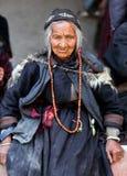 Pilger in Lamayuru, Indien Stockfotografie