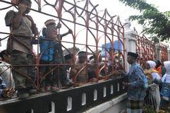 Pilger nehmen von der Familie Abschied Lizenzfreies Stockfoto