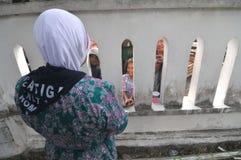 Pilger nehmen von der Familie Abschied Lizenzfreie Stockbilder