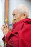 Pilgrimat den Jampey Lhakhang templet, Chhoekhor, Bhutan Arkivbild
