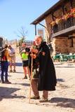 Pilgrimn con il mantello ed il bastone da passeggio Immagine Stock
